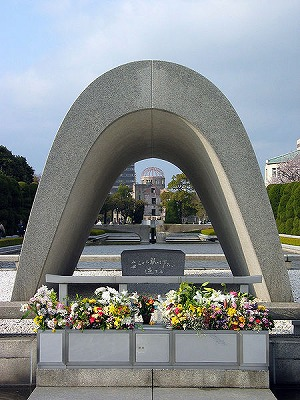 s-450px-Cenotaph_Hiroshima.jpg